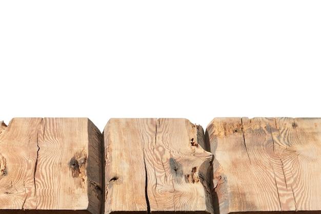 Superficie vuota del tavolo in legno grezzo - negozio di sfondo nero centro commerciale per la visualizzazione e il montaggio dei tuoi prodotti. messa a fuoco utilizzata per creare una profondità di campo completa.