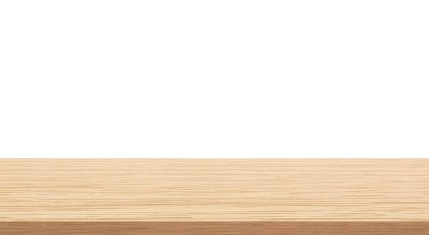 Tavolo in legno superiore vuoto isolato su sfondo bianco