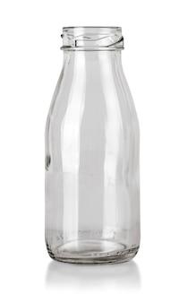 Bottiglia trasparente vuota isolata sullo sfondo bianco