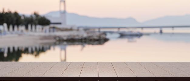 Vuoto del piano del tavolo in legno per l'esposizione del prodotto con vista sfocata sul porto del lago nella scena di sfondo
