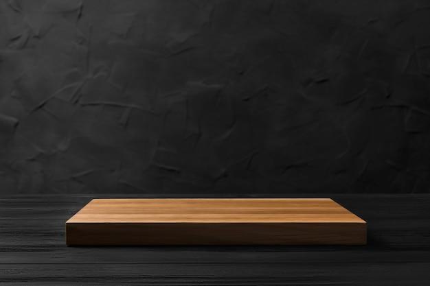Tavola di legno vuota su uno sfondo sfocato nero