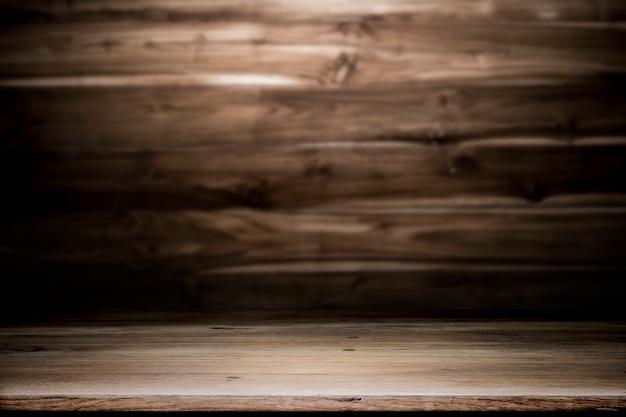 Scrivania in legno vuota per presentare e mostrare il prodotto.