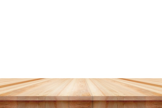 Piano del tavolo in legno vuoto isolato su sfondo bianco, utilizzato per visualizzare o montare i tuoi prodotti.