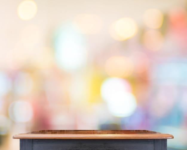 Svuoti il piano d'appoggio di legno con il fondo del deposito di sfuocatura, derisione del modello su per esposizione del vostro prodotto, presentazione di affari