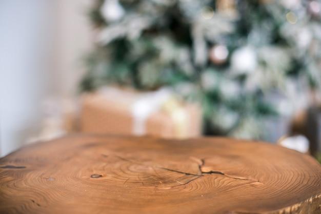 Tavolo vuoto in legno con luce boken