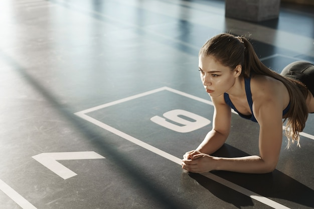 Endurance, sport e concetto di stile di vita sano. messa a fuoco laterale