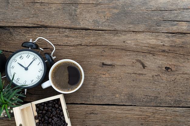 Il concetto di caffè energetico è posto sulla scrivania