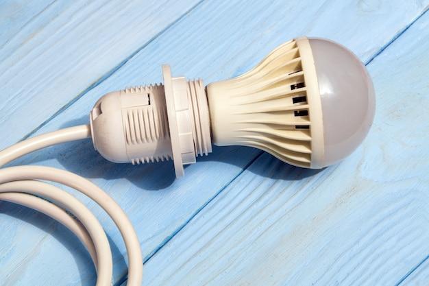Lampadina e cavo a risparmio energetico