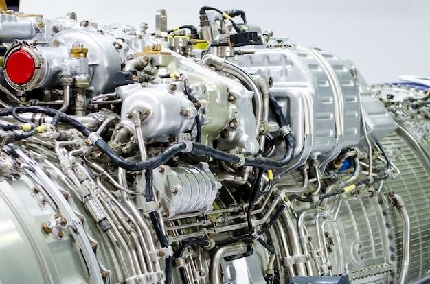 Primo piano del motore, metallo del tubo una costruzione di industria.