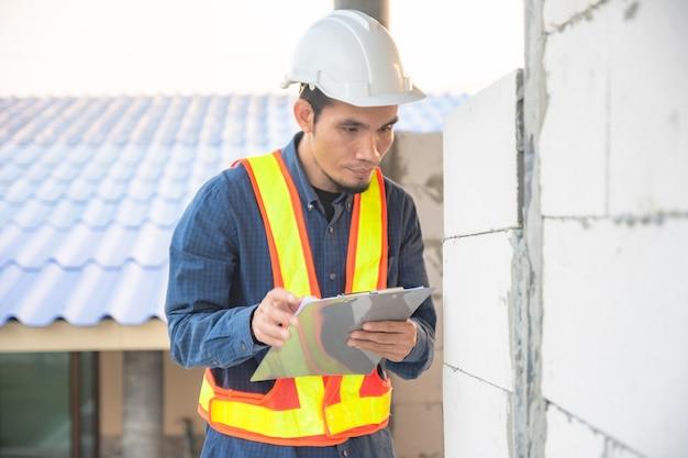 Ingegnere ispezione casa costruzione di qualità in loco progetto immobiliare soft focus