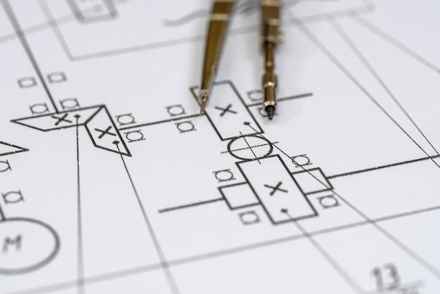 Disegno dell'ingegnere su carta bianca come primo piano dello sfondo
