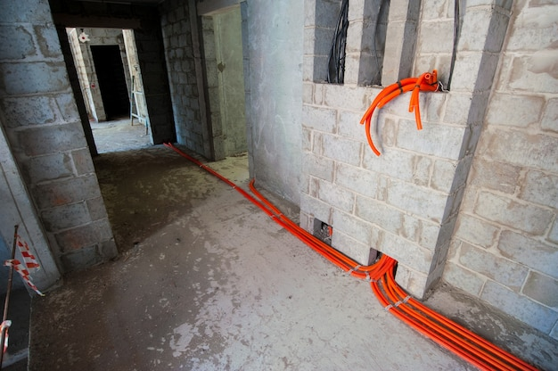 Comunicazioni ingegneristiche in una casa monolitica in costruzione
