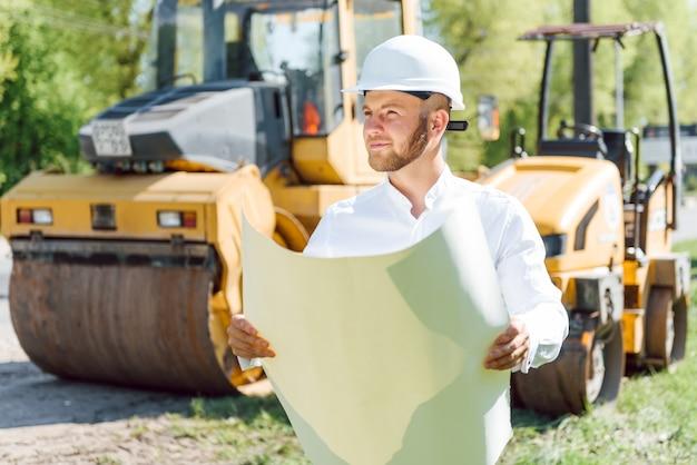 Società di costruzioni di ingegneria, sta costruendo una nuova strada funzionante