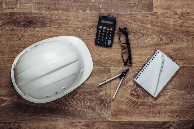 Ingegneria e attrezzature per l'edilizia sul pavimento. composizione lat piatta. vista dall'alto