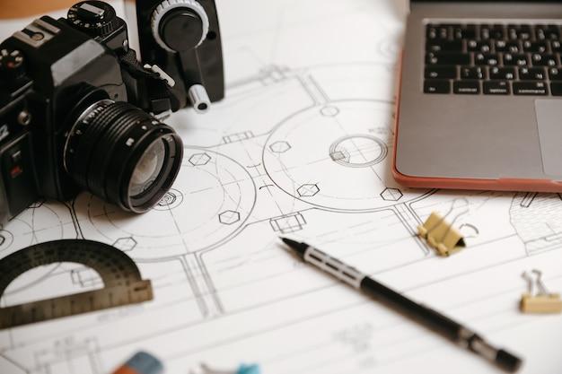 Disegni tecnici, goniometro, quaderno, tesina o diploma. meccanica applicata