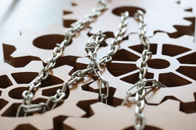 Gli ingranaggi di ingegneria sono collegati e modificati dal concetto di creazione del progetto aziendale della catena cromata