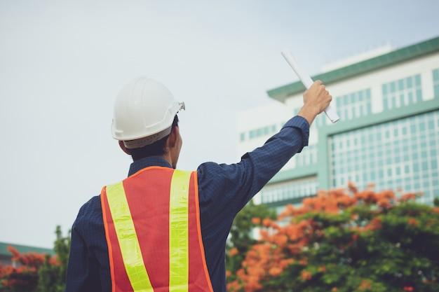 Casco di ingegneria e costruzione di un edificio o di un grattacielo