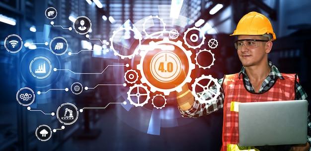 Tecnologia di ingegneria e concetto di fabbrica intelligente di industria 4.0 Foto Premium