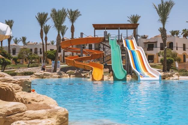 Scivoli di intrattenimento a bordo piscina