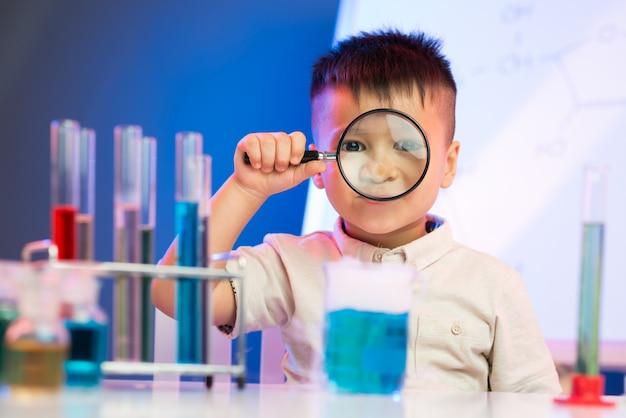 Piccolo ricercatore entusiasta