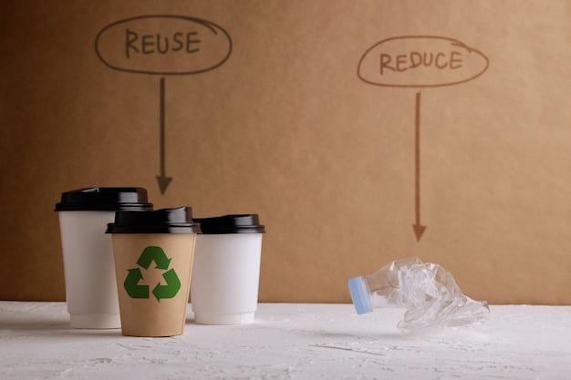 Ambiente ecologia cura concetto rinnovabile zero rifiuti prodotti separati riduci e riutilizza