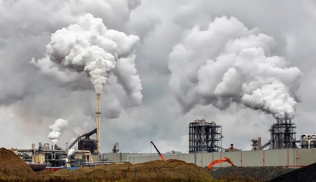 Disastro ambientale in una fabbrica