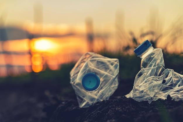 Consapevolezza ambientale e plastica. concetto di giornata mondiale dell'ambiente. salva la terra salva la vita.