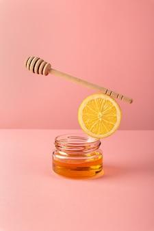 Equilibrium galleggiante bilancia alimentare con prodotti miele limone per la preparazione di bevande per sostenere l'immunità