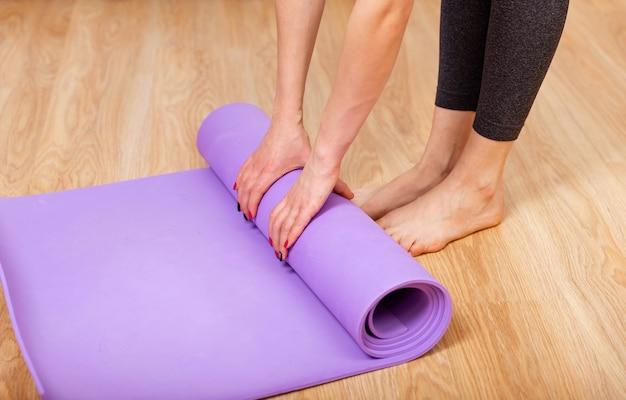 Attrezzatura per pilates fitness o tappetino per esercizi yoga