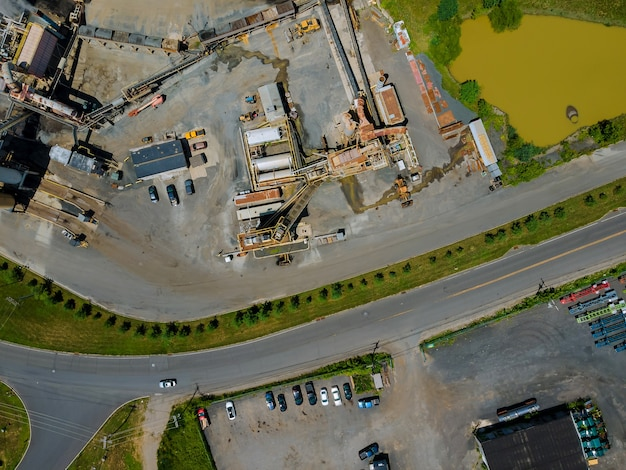 L'attrezzatura per la produzione di asfalto, impianto di betonaggio con stazione di bitume