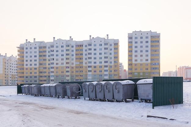 Dotato di un luogo contenitore per la rimozione dei rifiuti domestici in una zona residenziale