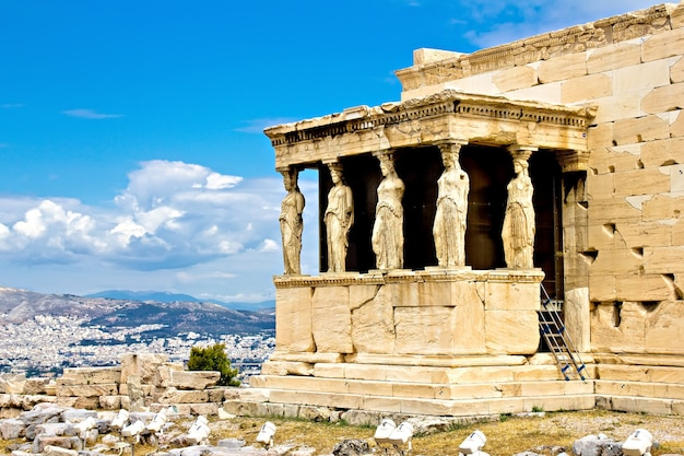 Il portico dell'eretteo con le cariatidi, acropoli di atene, grecia
