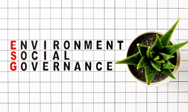 Esg. concetto di business ambientale e di governance. testo su carta.