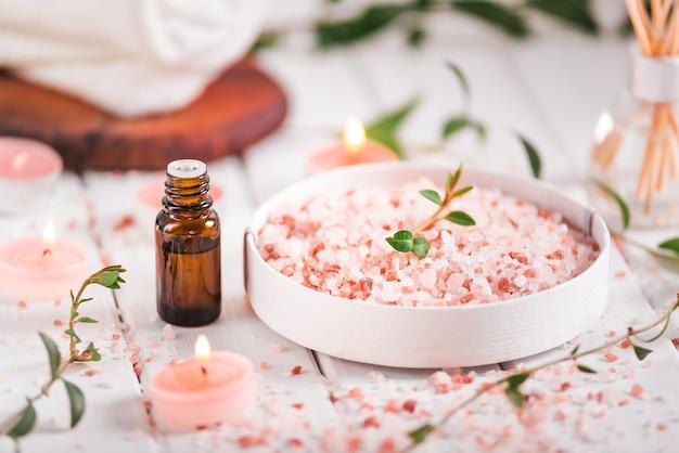 Olio essenziale per aromaterapia, fiori, sapone fatto a mano, sale himalayano.