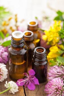 Oli essenziali ed erbe medicinali