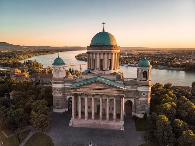 La basilica di esztergom è una basilica ecclesiastica a esztergom