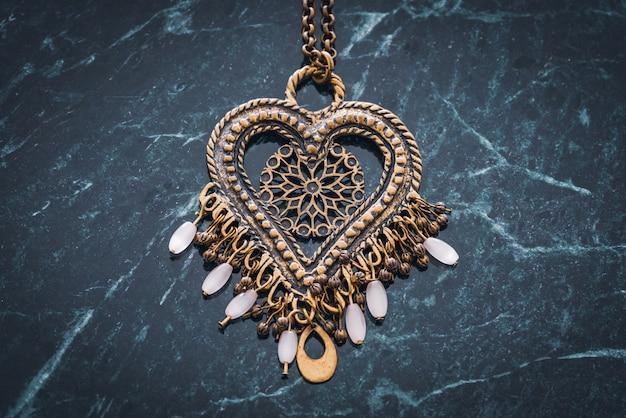 Pendente cuore etnico con perle di cristallo