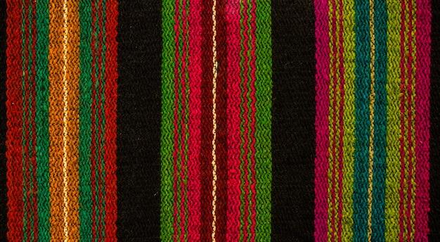 Design etnico. tappeto dal design tradizionale. ornamenti per tappeti.