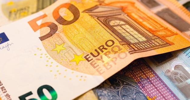 Banconota in euro in fotografia in primo piano per il concetto di economia e finanza
