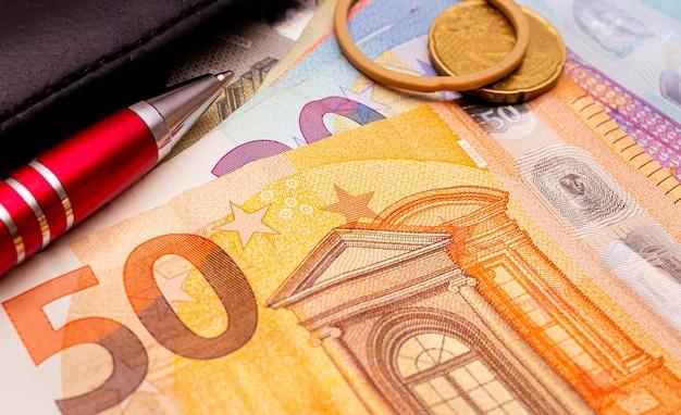 Banconote in euro in fotografia in primo piano per concetti finanziari ed economici