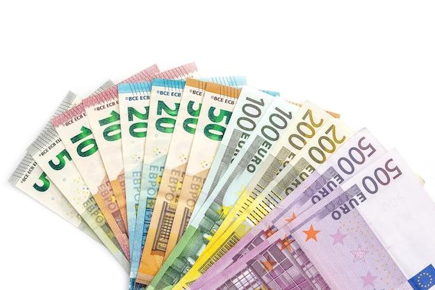 Banconote in euro a ventaglio isolato su bianco