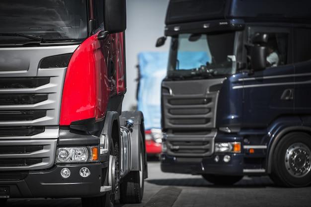 Euro concetto di convoglio di camion.