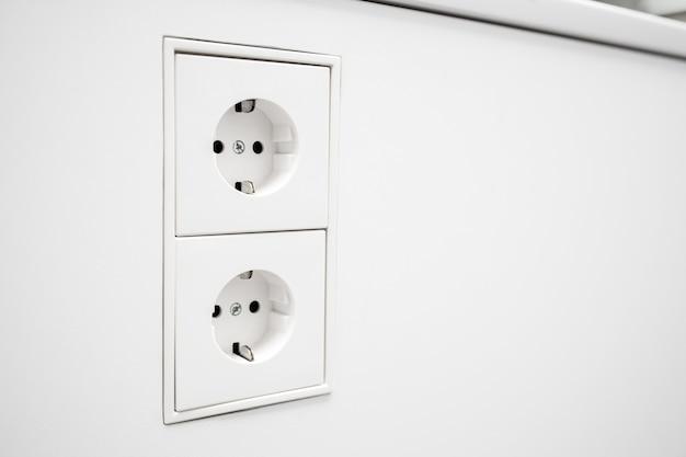 Presa elettrica europea per montaggio a parete