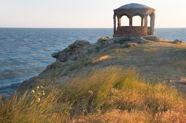 Serata sulla penisola di kazantip (città di scholkino, crimea, ucraina)