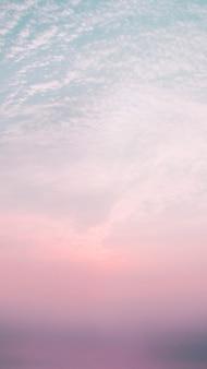 Cielo serale con sfondo del sole al tramonto