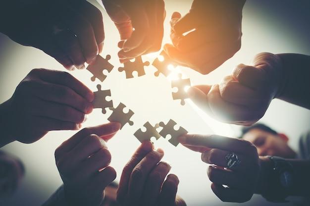 Ognuno è un puzzle importante al lavoro.