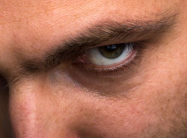 Uomo dall'aspetto malvagio