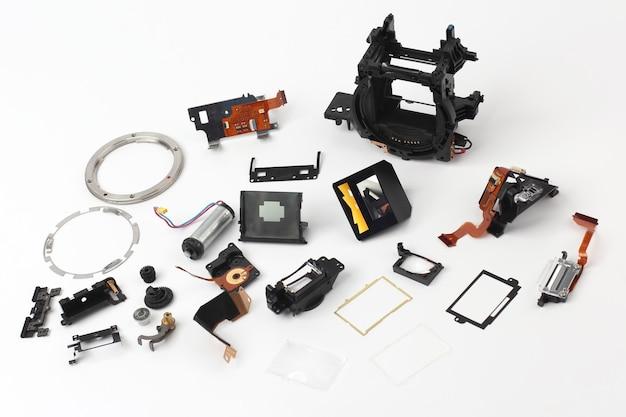 Esaminato in dettaglio parti della fotocamera digitale isolata