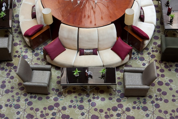 Esempio di allestimento elegante di una hall di un hotel a cinque stelle - europa