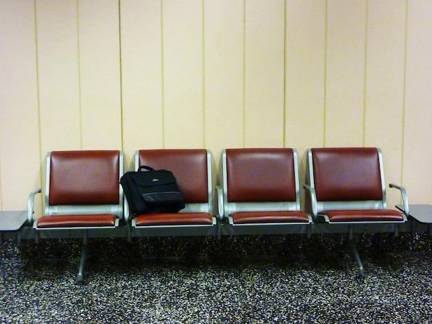 Esempio di bagaglio smarrito in aeroporto con borsa porta pc